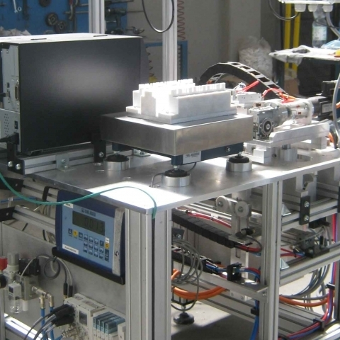 Weighing and labelling cell